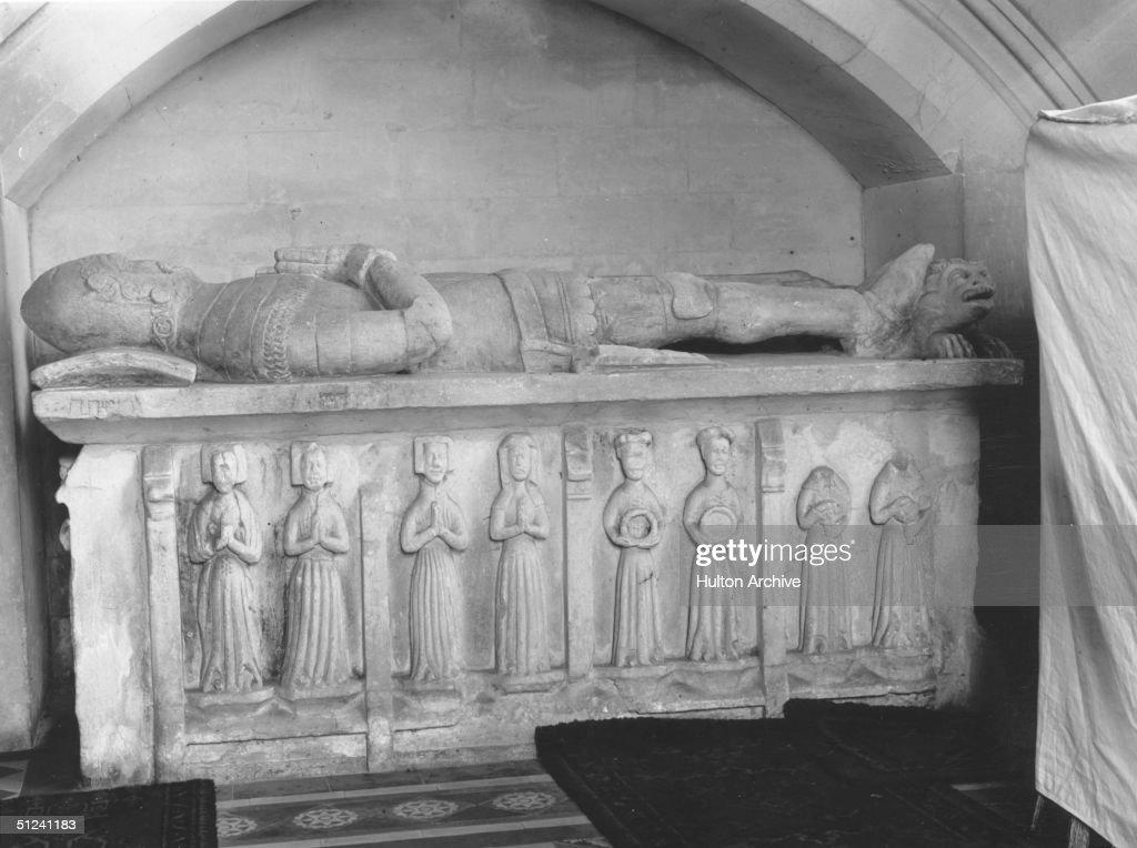 Knight's Tomb : News Photo