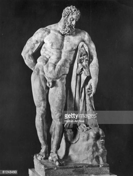 Circa 1500 A statue of mythical hero Hercules a son of Zeus known for his strength With him is the body of the lion of Nemea which he stunned with...