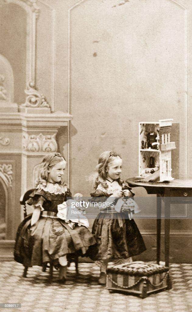 Victorian Dolls : News Photo