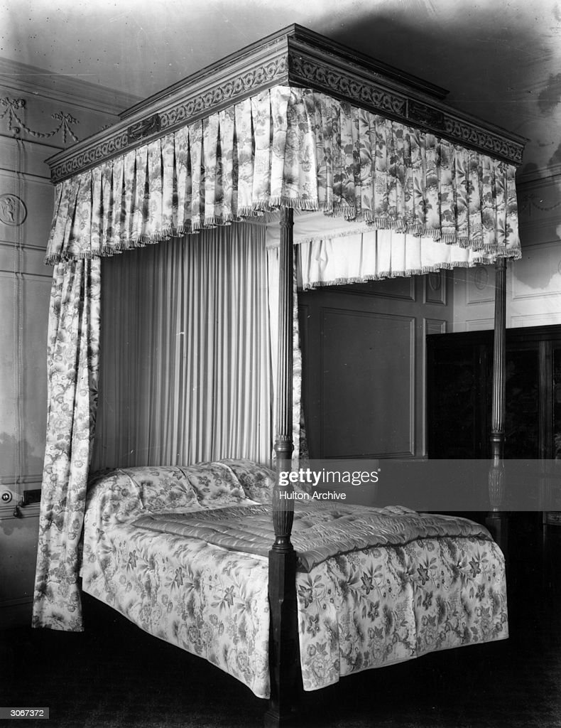 Picture of: A Four Poster Bed With Matching Floral Curtains And Bedspread News Photo Getty Images