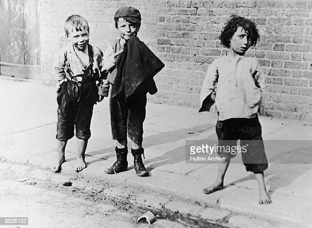 Barefooted slum children of London in the late 19th century Collection Leonard Russell
