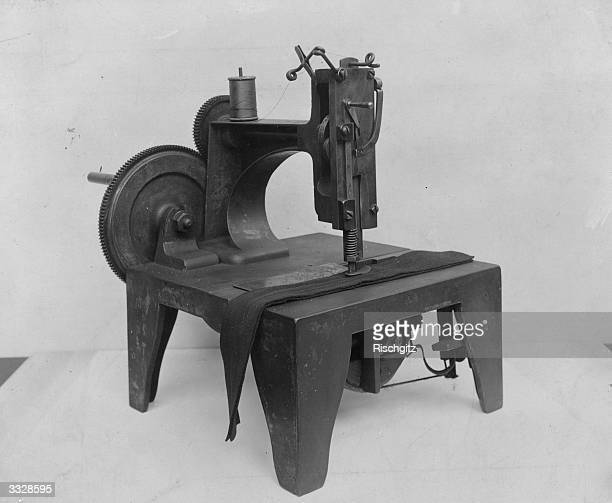 Original 'Singer' sewing machine dated 1854 and in working order