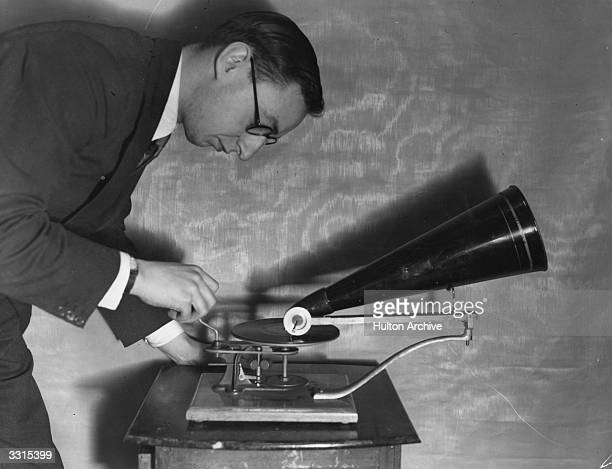 A man operating an early Gramophone from the Gramophone Typewriter Company