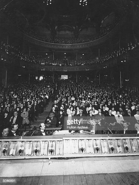 Large audience for the last performance at the Music Hall, Lambeth.