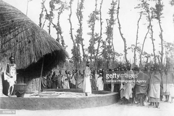 Village scene in the Belgian Congo .