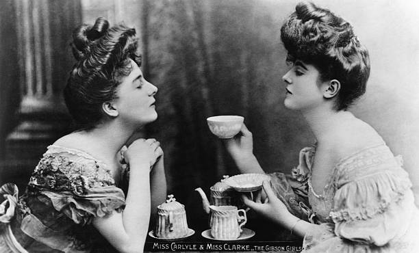 'Gibson Girls', Miss Carlyle and Miss Clarke take tea....
