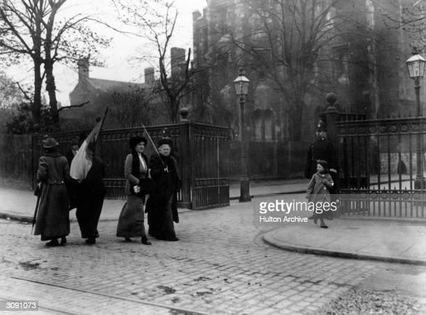 Suffragettes picketing Holloway Prison London while Emmeline Pankhurst was imprisoned there