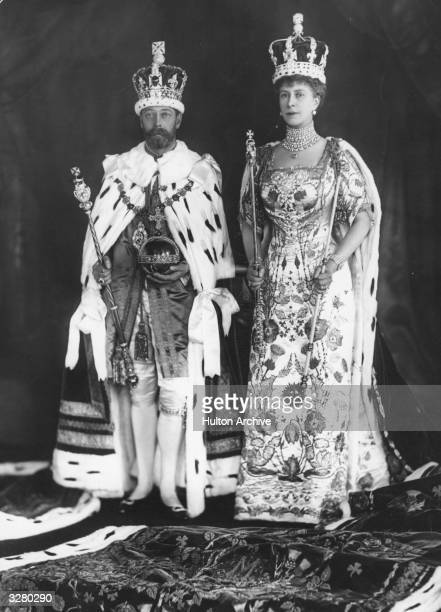George V with his wife Mary of Teck in their coronation robes