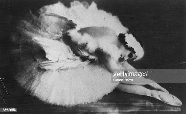 Ballerina Anna Pavlova who danced all over the world dressed for her most famous role the solo dance 'The Dying Swan' created in 1905 by Mickhail...