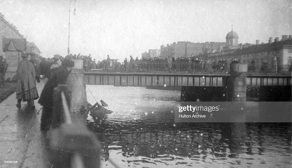 Crowds on a bridge at Moscow, where a motor-car has fallen into the river. Original Publication: Russian Album