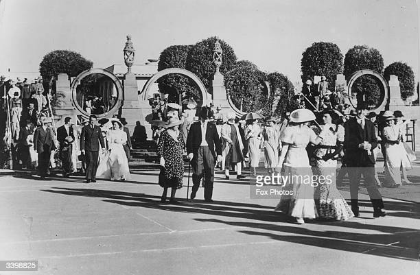 Members of the British Raj walking together in an Indian park