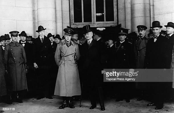 Edward, Prince of Wales arrives in Washington, USA.
