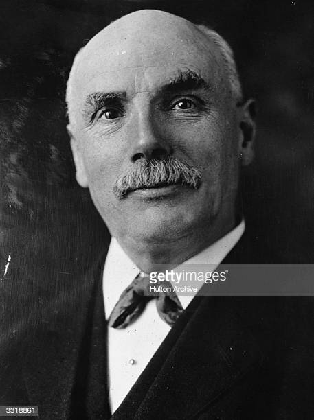 Scottish trade union leader and statesman George Nicoll Barnes Barnes born in Lochee Dundee worked in various factories and shipyards before studying...