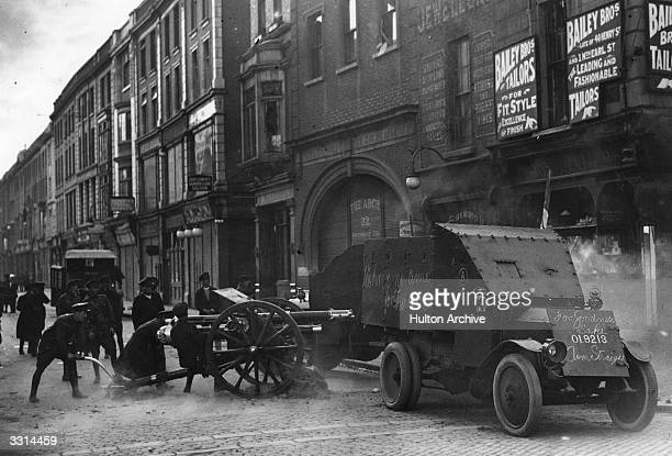 Uniformed Free State troops fire an 18 pounder field gun from the top of Henry Street Dublin at Republican targets in the Gresham hotel during the...