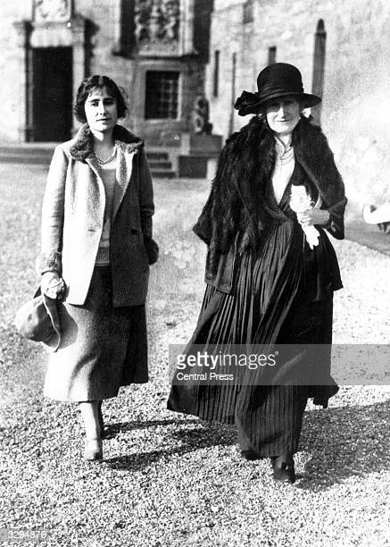 Future Queen Consort to King George VI Lady Elizabeth BowesLyon with her mother The Countess of Strathmore