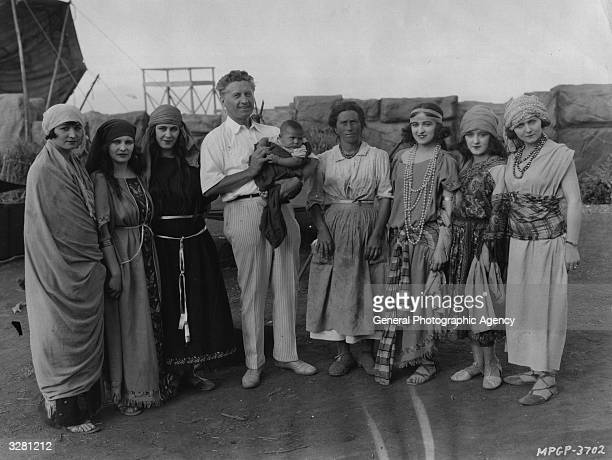 Hollywood director Fred Niblo poses with some of the extras for the MGM film 'Ben Hur A Tale of the Christ'