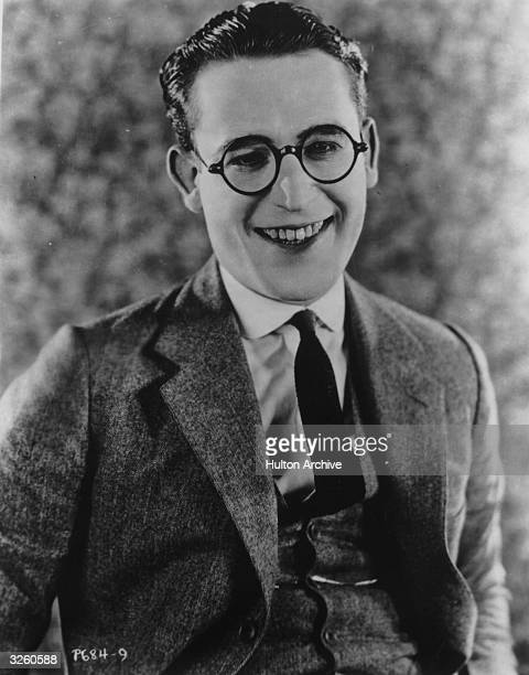 American film comedian Harold Lloyd who developed from a film extra to a fully fledged star of the silent screen