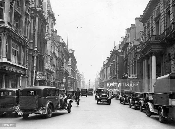 Cars and taxis travelling down Pall Mall London