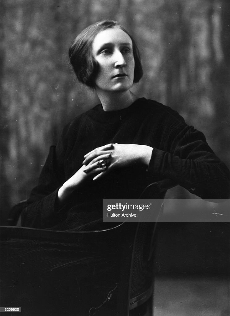 Dame Edith Sitwell (1887 - 1964), English poet.