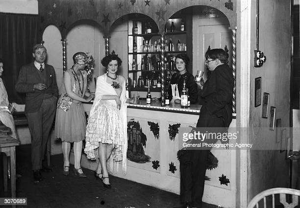 Flappers at the bar of Isa Lanchester's night club in London