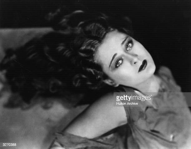 Dolores Costello after her recent marriage to John Barrymore She is signed with Warner Brothers and is about to begin working on 'Hearts In Exile'