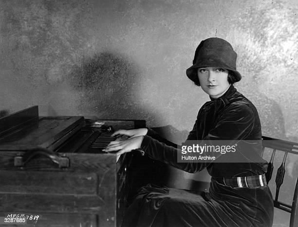 Eleanor Boardman the Hollywood actress and wife of film director King Vidor at the piano
