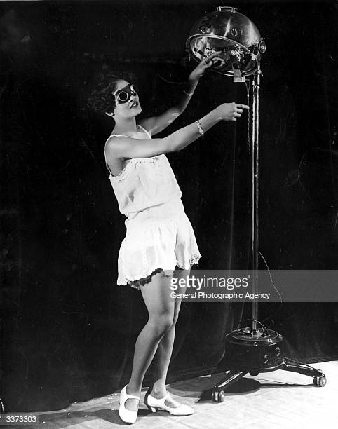 23 year old Alma Smith the 'cleverest soubrette' of the cast of 'Blackbirds' at the London Pavilion receiving her daily dose of ultra violet rays...