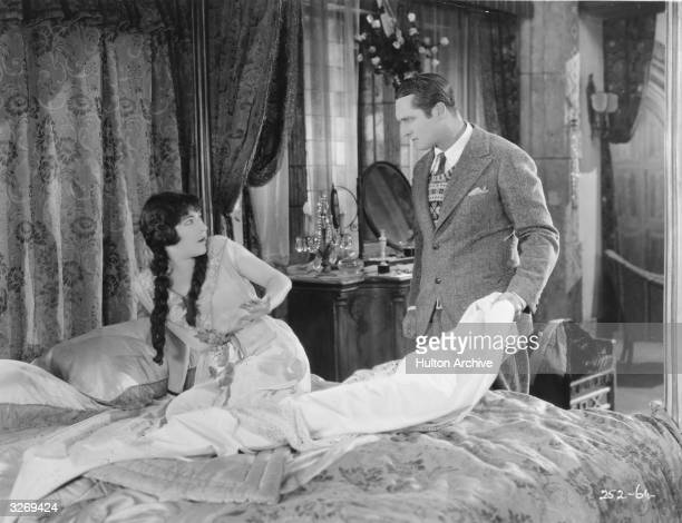 Aileen Pringle and Edmund Lowe in a scene from the film 'Soul Mates'