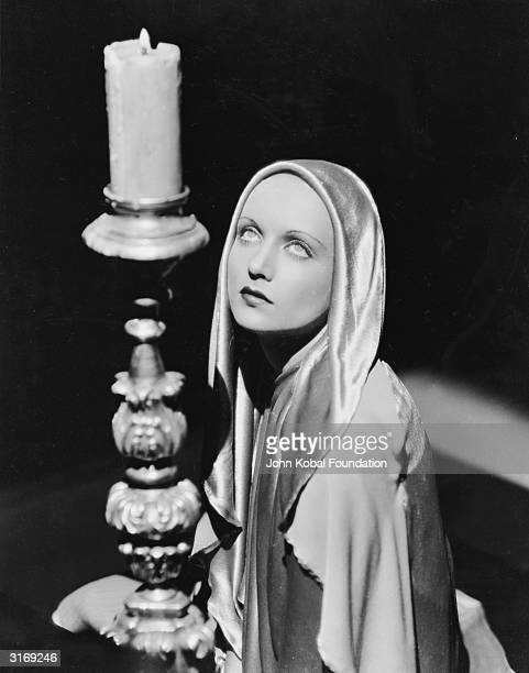 American film actress Carole Lombard who died in an aircrash leaving her husband Clark Gable a widower