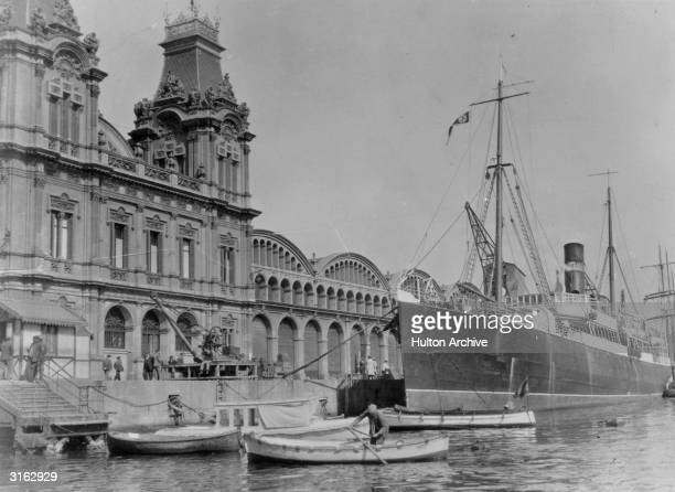 Mundial Palace on the harbour of Barcelona before the Spanish Civil War