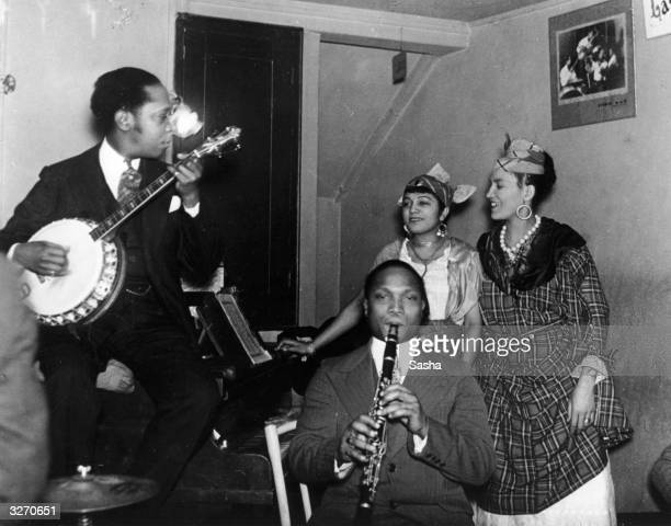 Musicians with a clarinet and banjo at the cosmopolitan Paris nightclub La Boull Blanche