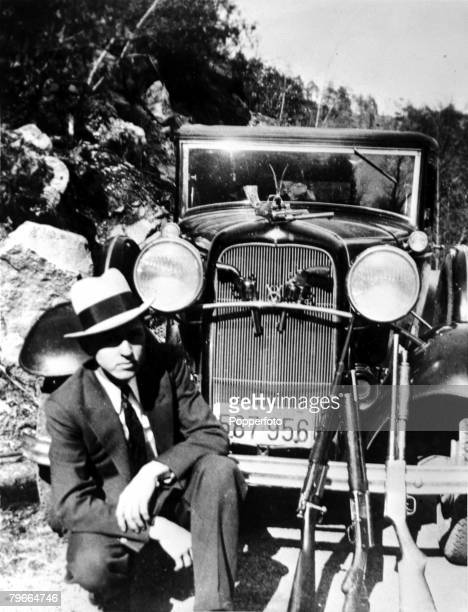 "Circa 1932, USA, American criminal Clyde Barrow who together with girlfriend Bonnie Parker of ""Bonnie and Clyde"" infamy from August 1932 until being..."