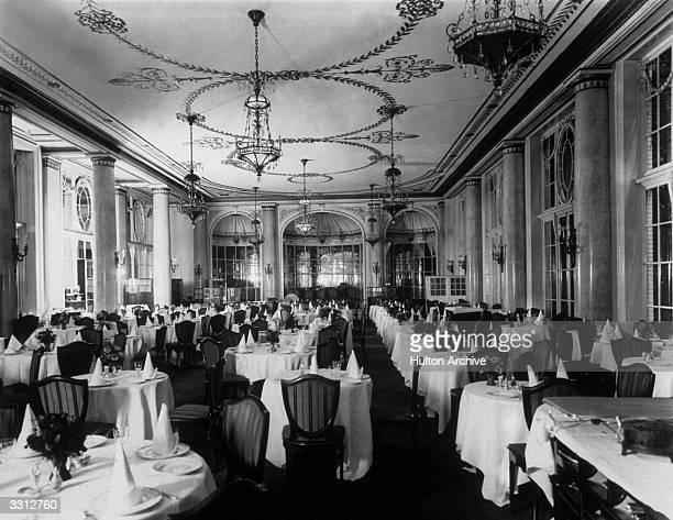 The interior of the Carlton Hotel restaurant London
