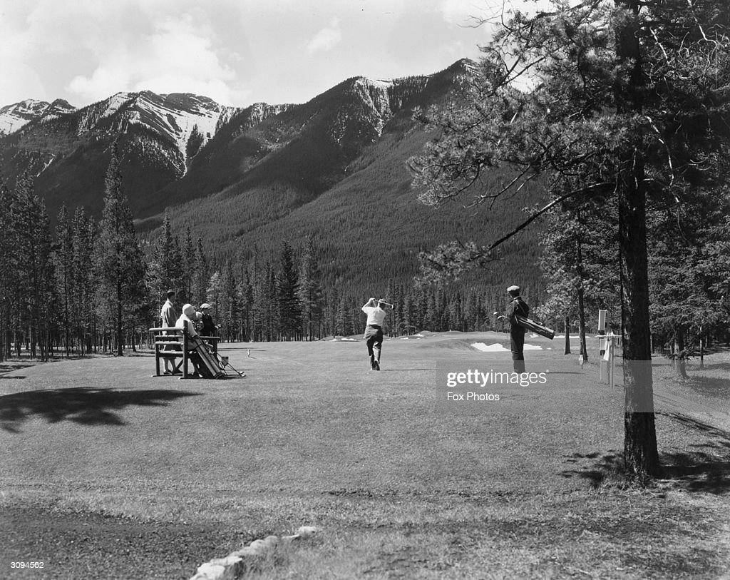 Golf By Mountains : News Photo