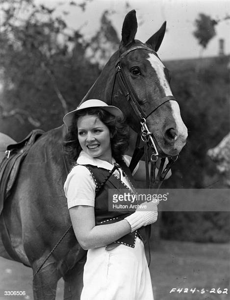 Arleen Whelan the American leading lady of the 40's who was formerly a manicurist is pictured standing by the side of a horse at the Hollywood Riding...