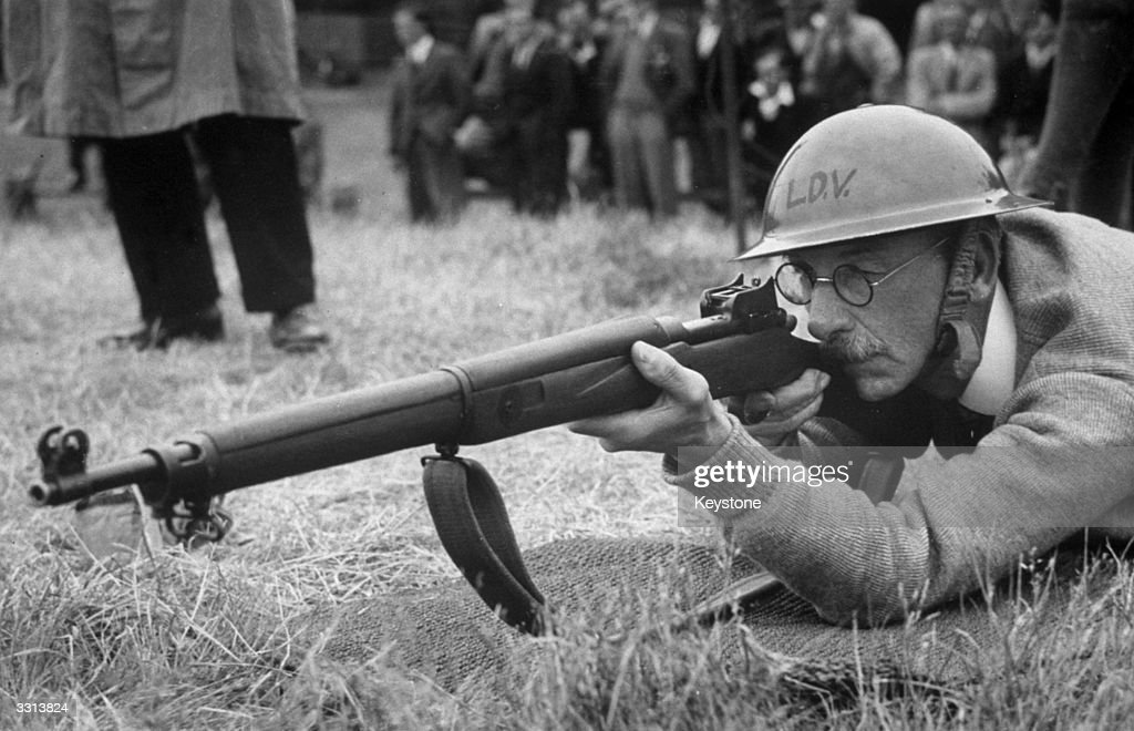 Rifle Instruction : News Photo
