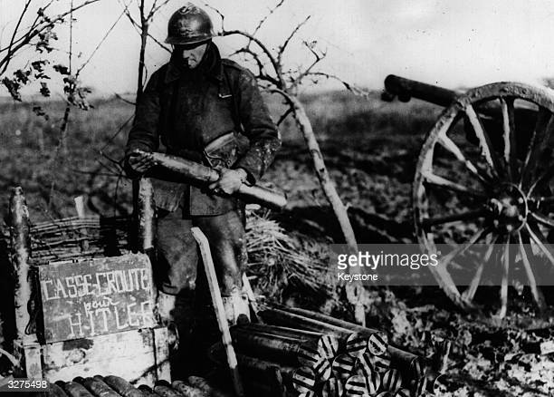 Shells stacked beside a French fieldgun on the Western front