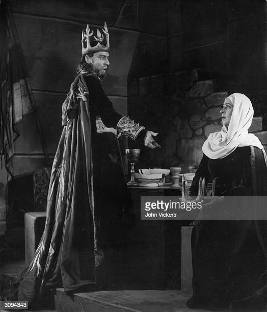 John Gielgud and Gwen FfrangconDavies play Macbeth and Lady Macbeth in Gielgud's production of 'Macbeth' at the Piccadilly Theatre London