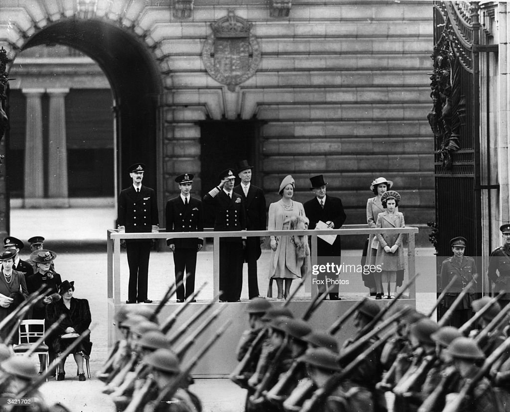 Wartime Royals : News Photo