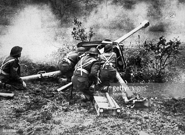 New Zealand anti-tank gun crew in action in the Battle of Monte Cassino, Italy.