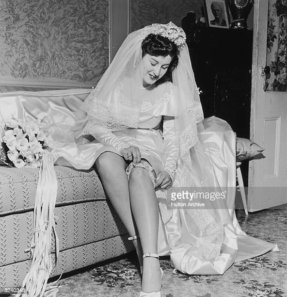 A bride pulls on her garter before her wedding ceremony