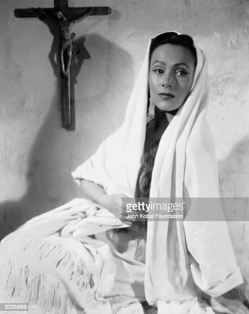 Mexican film star, Dolores Del Rio in a publicity shot for 'The Fugitive', directed by John Ford.