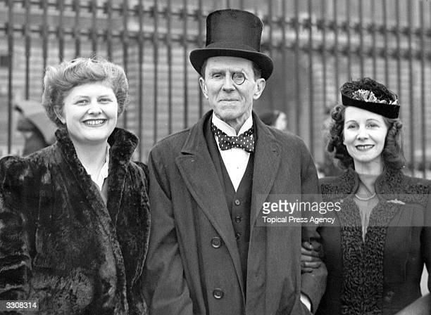 Sir Patrick Abercrombie Professor of Town Planning and an architect is accompanied by daughter Deborah and daughterinlaw Mrs Nicol left and right...