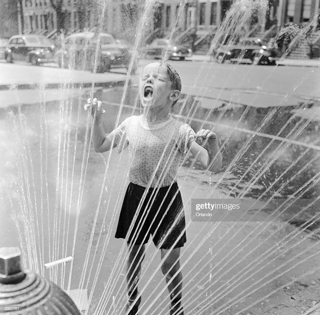 Drenched Child : News Photo