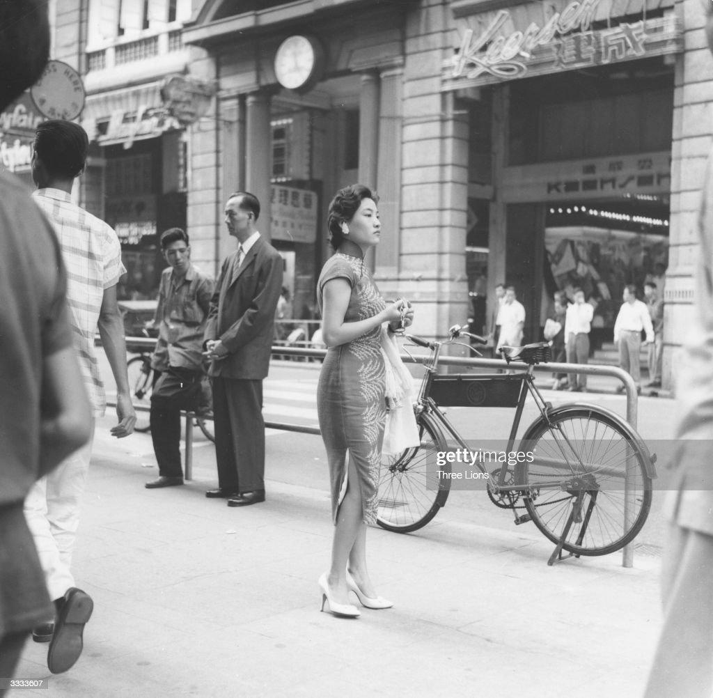 Chinese Passers-By : News Photo