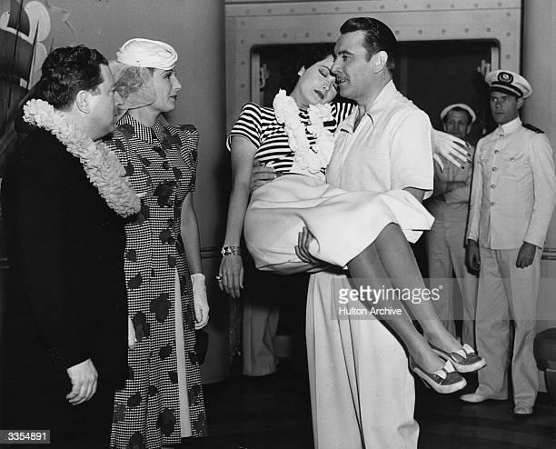 Actors Frank McHugh Binnie Barnes Merle Oberon George Brent and John Ridgely in the Warner Brothers production 'We Shall Meet Again'