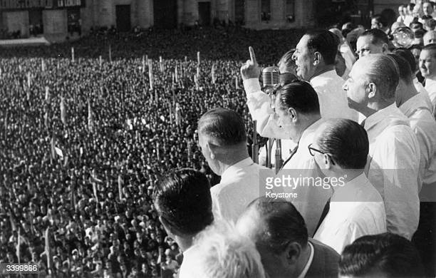 Founder and leader of the Peronist party and president of Argentina Juan Domingo Peron speaks from the balcony of Government House on the 9th...