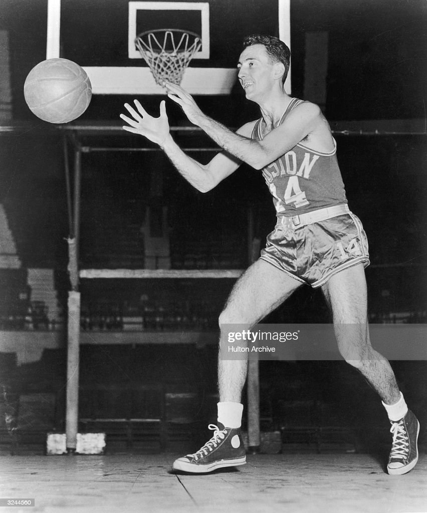 Bob Cousy : News Photo