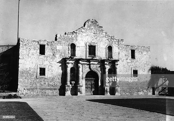 The Alamo a former Franciscan mission in San Antonio Texas and the setting for a famous Texan defeat by the Mexicans in 1836 During the Texan war of...