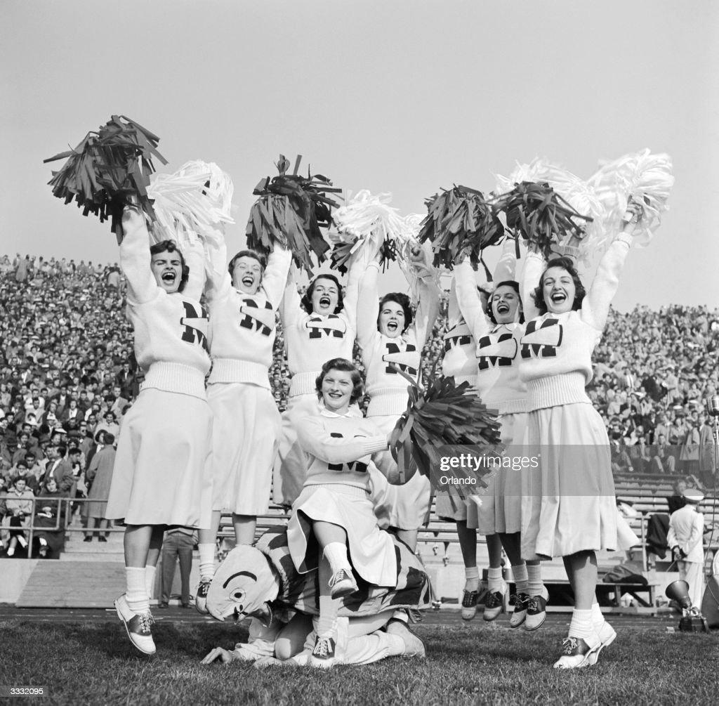 University of Maryland American football cheerleaders ...